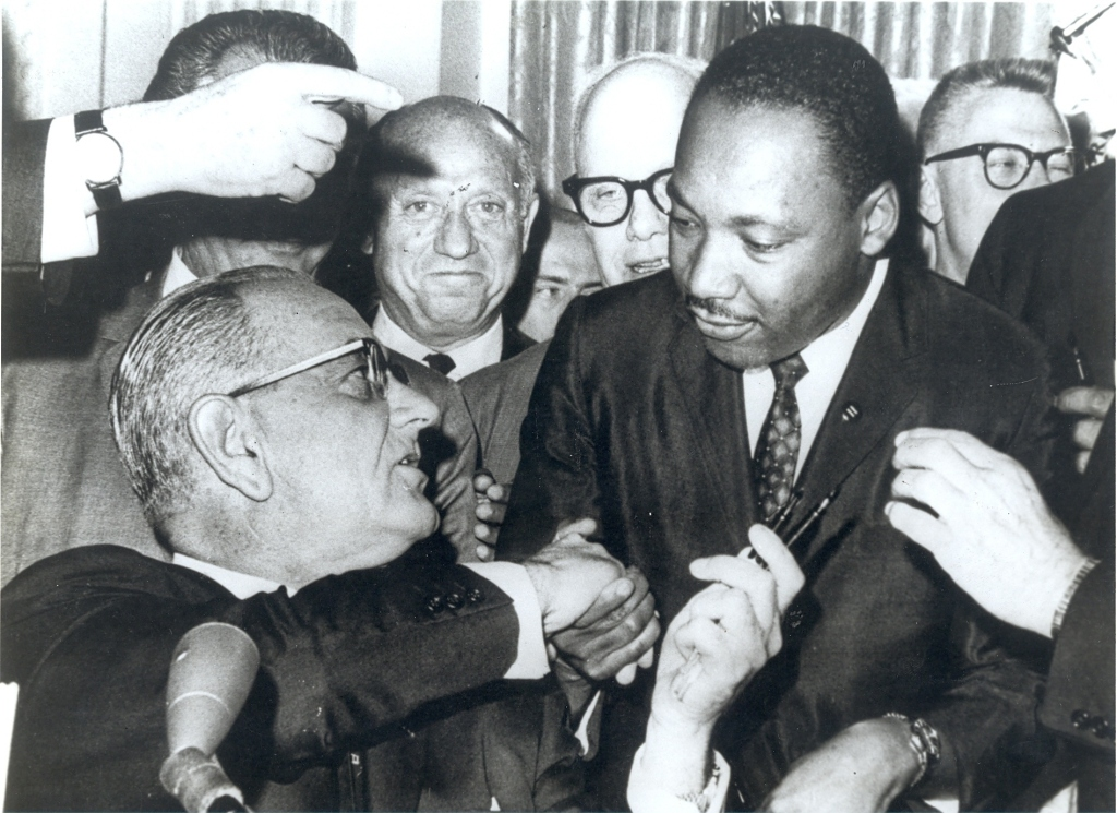 Martin Luther King jr. brukte sin kristne tro til å argumentere mot slaveri. Det samme gjorde de hvite amerikanerne som hadde gjort slaver av forfedrene hans, bare for det  motsatte.