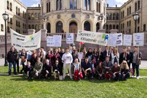 Humanistisk Ungdom sitt landsmøte 2014 framfor Stortinget i samband med aksjonen. Foto: Dan-Raoul Husebø Miranda